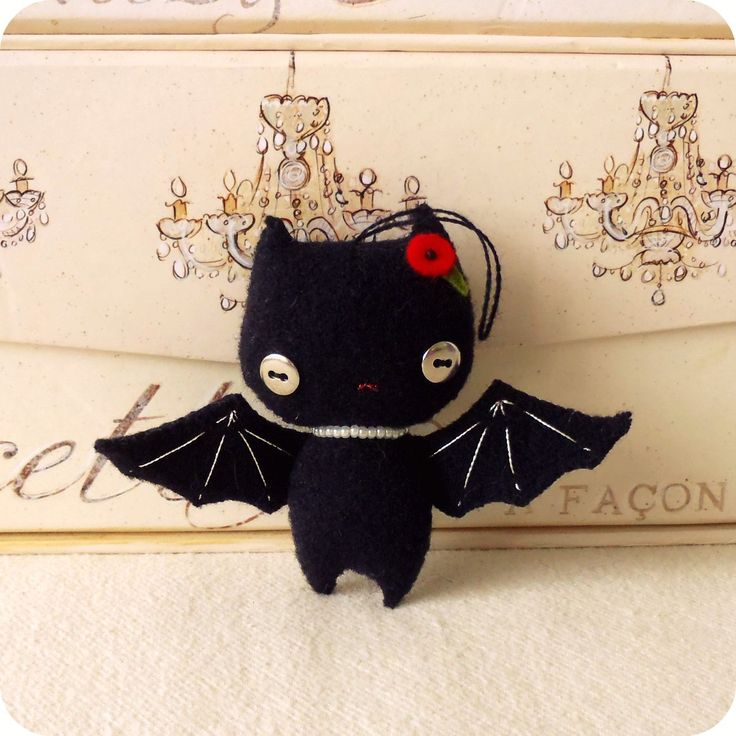Halloween Bat Ornament PDF Pattern    This would be an excellent addition to our xmas tree!! Could be in other colors too: purple, white, red