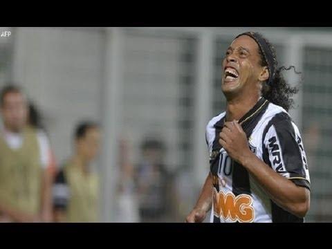 Increible gol de Ronaldinho Atletico Mineiro vs Arsenal 5-2 Copa Libertadores 03-04-2013