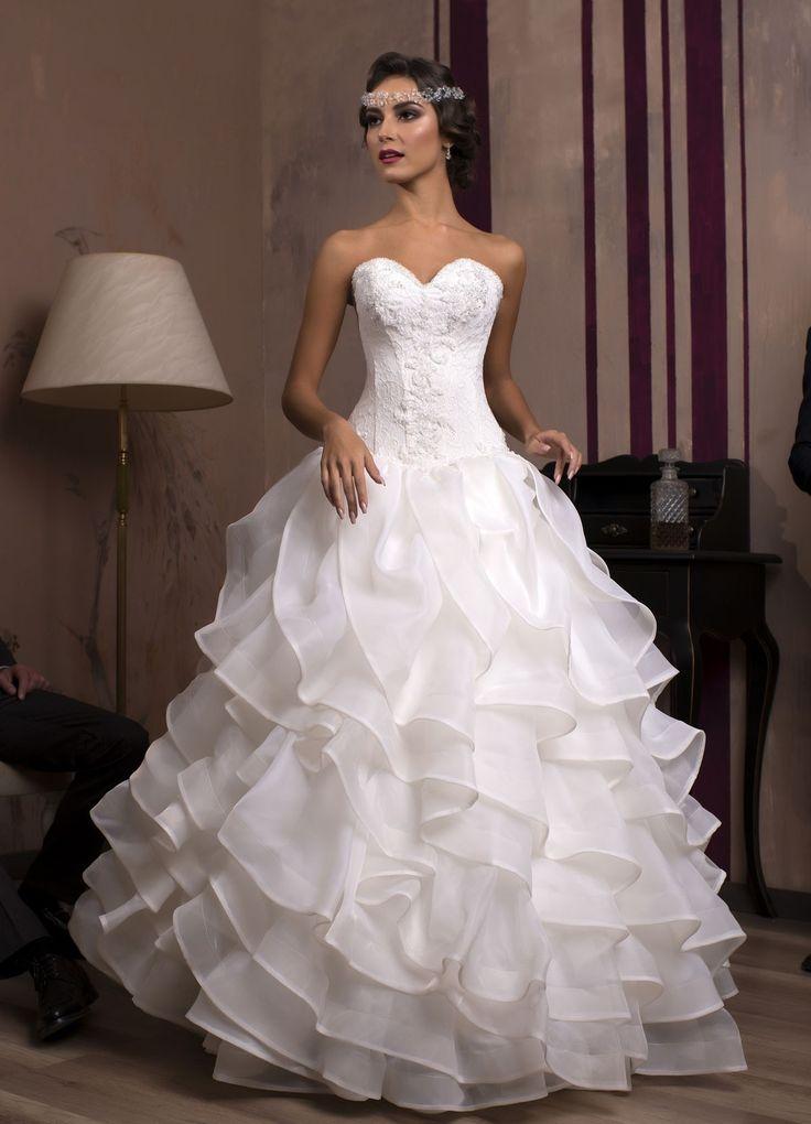 Očarujúce svadobné šaty so sukňou z organzy a živôtikom zdobeným jemnou čipkou