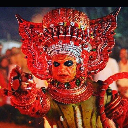 Today in Kannur an entire village will gather at the sacred grove along with visitors who come in search of god. Together in the light of flickering oil lamps accompanied by the murmur of areca nut trees they will watch Vellattam a prelude to Theyyam. The Chathampalli Kshethram in Kolacheri performs the first theyyam of the year which marks the beginning of the Theyyam season in Malabar. #thatkeralalife #kerala #GodsOwnCountry#KeralaAttraction#Kannur#theyyam #passionpassport #exploretocreate…