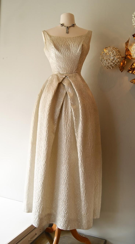 So vintage..wish i can wear it...!!