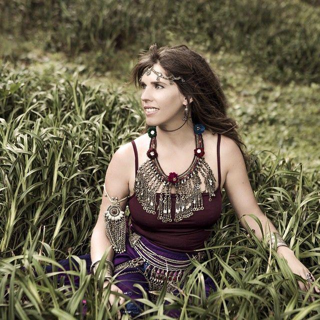 Deva Premal cantante conocida por su música New Age meditativa espiritual que introduce mantras.
