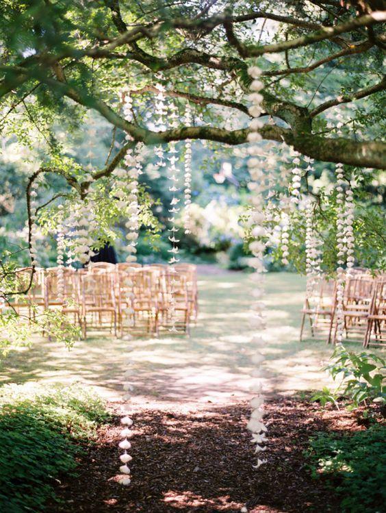 Romantic hanging floral wedding decor / http://www.deerpearlflowers.com/hanging-wedding-decor-ideas/