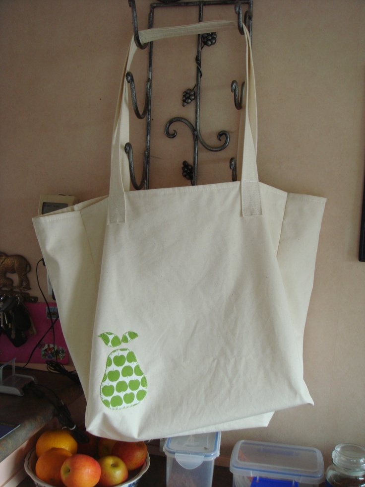 Shopping bag with an appliqued pear.