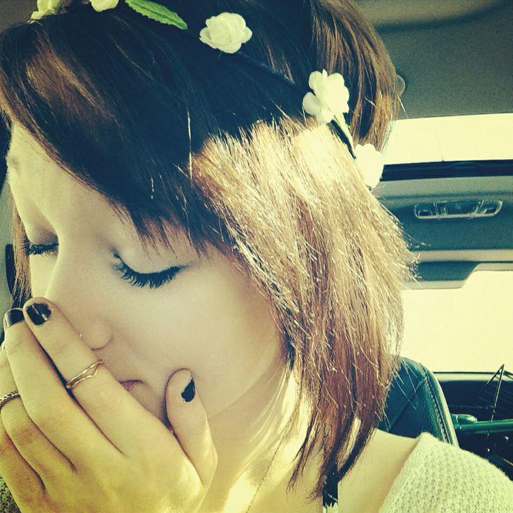 Auburn hair, red hair, short hipster hair, short indie hair, short scene hair, indie girl, hipster girl, hipster fashion, indie fashion, alternative fashion, flowers in hair, hair with flowers, flower headband