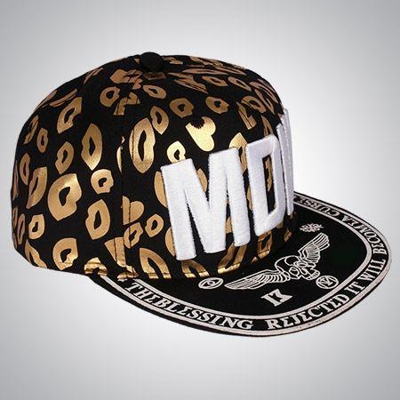 کلاه رپ MDIV در دو رنگ طلایی-مشکی و سفید-مشکی جنس کلاه از پارچه مقاوم و قابل شستشو می باشد و دارای رنگ ثابت امروزه کلاه رپ طرفداران زیادی دارد و مارک MDIV یکی از محبوب ترین مدل های کلاه در این سبک است