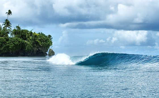 Paga Hill Estate, Paga Hill Development Company Papua New Guinea: crystal clear surfing waves