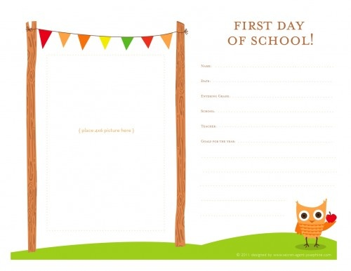 1st day of schoolChilis Tops, Back To Schools, Kids Stuff, Schools Ideas, First Day Of Schools Schools, Schools Printables, Schools Memories, Printables Awesome, 1St Day