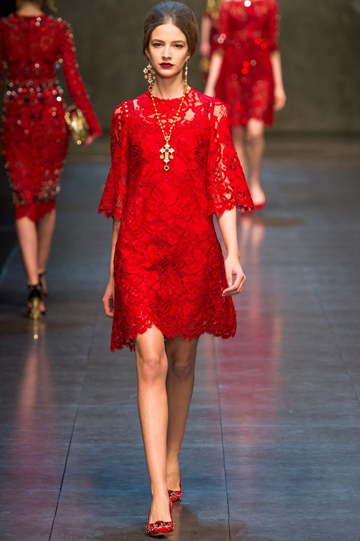 Dolce and gabbana lace dress couture
