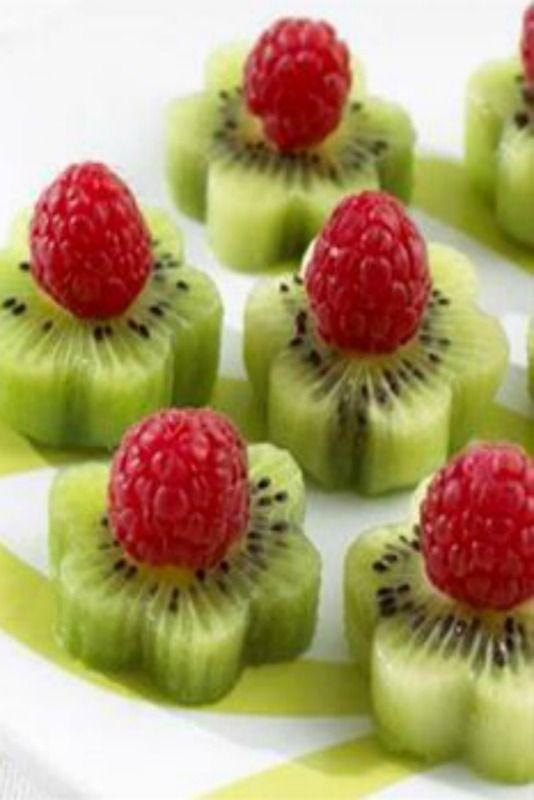 Kiwi fruit flowers
