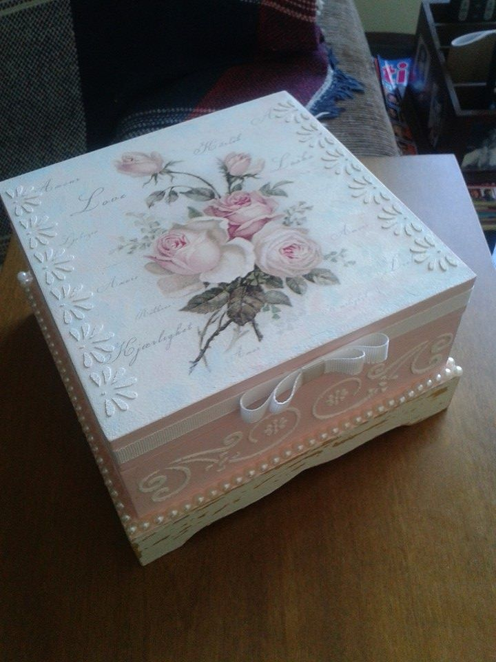 Lovely box by Sylvia Damasio.