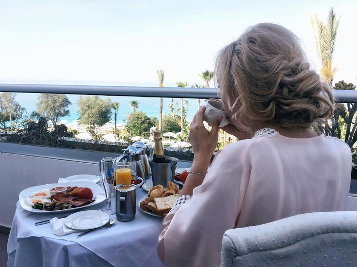 Если хотите добиться успеха, задайте себе 4 вопроса: Почему? А почему бы и нет? Почему бы и не я? Почему бы и не прямо сейчас?  Правильных мыслей вам с утра 🌾  #gm #goodmood #доброеутространа #утроневесты #кипр #greciansands #завтрак #мойидеальныйзавтрак