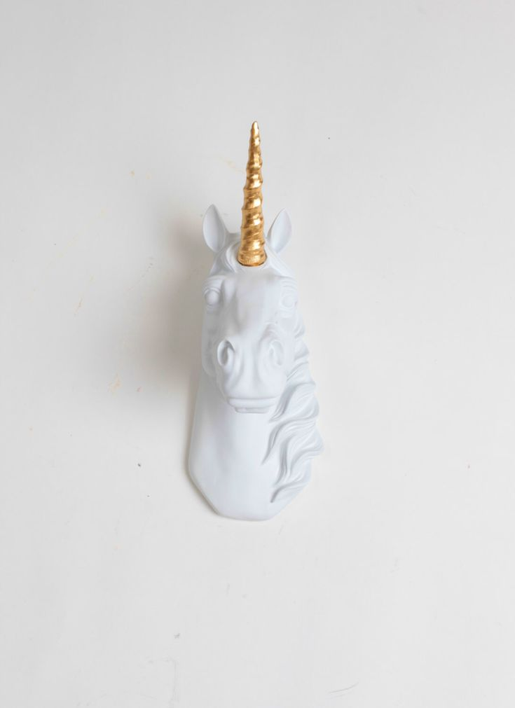 Mini Unicorn hoofd muur beeldhouwkunst - Binx witte en gouden Decor Unicorn door witte Faux taxidermie - Decor van het huis muur opknoping & slaapkamer kunst door WhiteFauxTaxidermy op Etsy https://www.etsy.com/nl/listing/250317386/mini-unicorn-hoofd-muur-beeldhouwkunst
