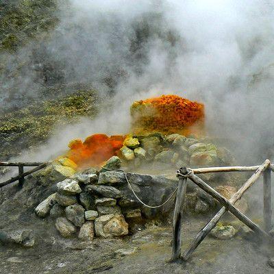 В каком европейском городе находится вулкан, который может извергнуться в любой момент? в Неаполе.