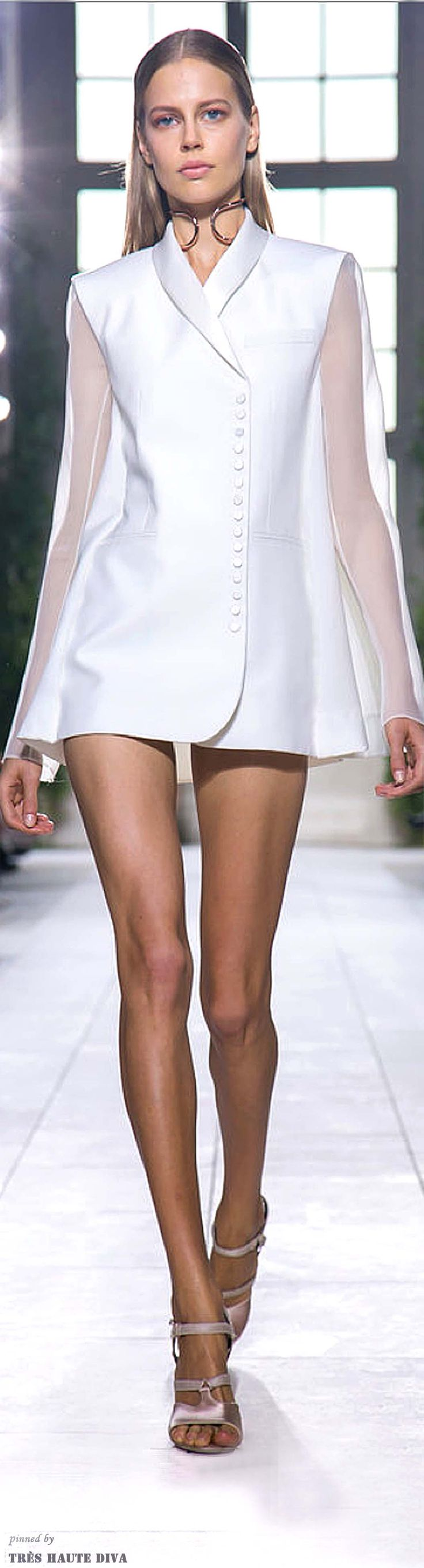 #Paris FW Balenciaga Spring / Summer 2014 RTW And love the choker!