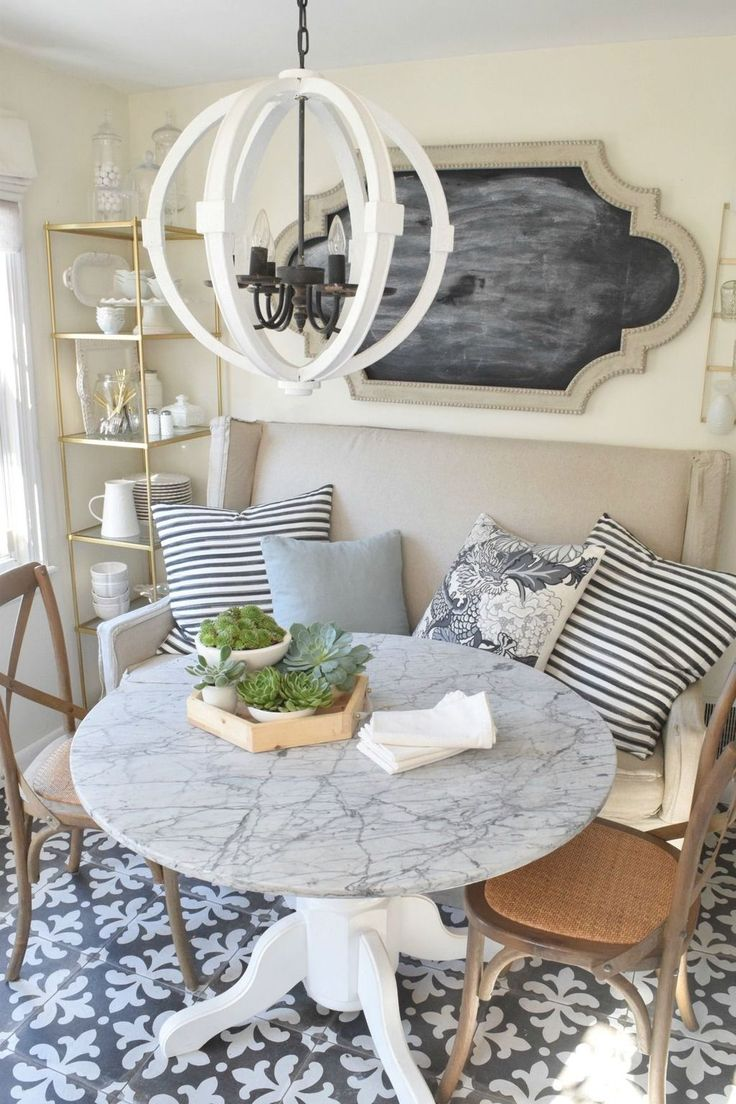 Cool 38 Cute Small Dining Room Furniture Ideas. More at http://dailypatio.com/2017/12/13/38-cute-small-dining-room-furniture-ideas/