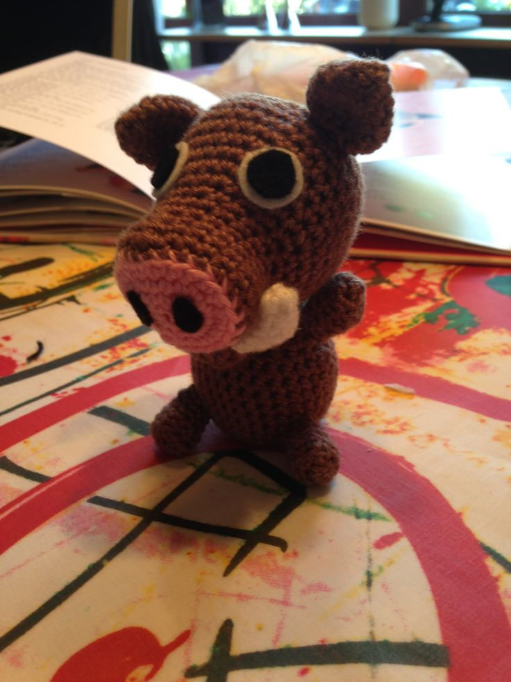 My 15th crochet project. A warthog. The 5th animal in my mobile for a baby. ~~~~~~~ Mit 15. hækle projekt. Et vortesvin. Det 5. dyr i min babyuro.