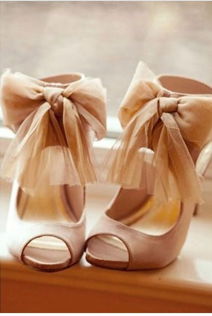 Best 25  Bow heels ideas on Pinterest | Sexy heels, Pumps and ...