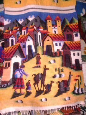 """Farbenfroher #handgwebter #Teppich aus den #Anden #Perus. Das Motiv """" Bauerndorf in den Anden""""  wurde aufwendig und farbenfroh gestaltet."""