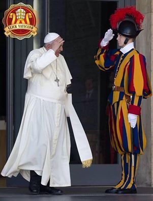 Buona giornata, Santo Padre! Good morning, Pope Francis! (Sursa: https://www.facebook.com/#!/gsp1506?fref=photo).