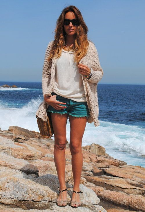 comfy beach look: Cardigans Shorts, Knits Cardigans, Comfy Beaches, Summer Looks, Cardigans And Shorts, Great Outfits, Colors Jeans Shorts, Pull & Bear, Beaches Looks
