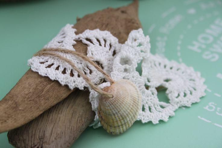 Kantje haken - drijfhout en schelpje uit inhaken op vakantie