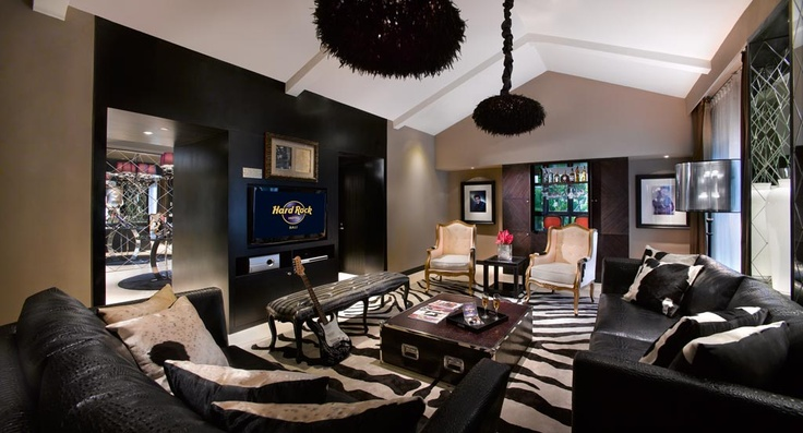 The King Suite - Living Room