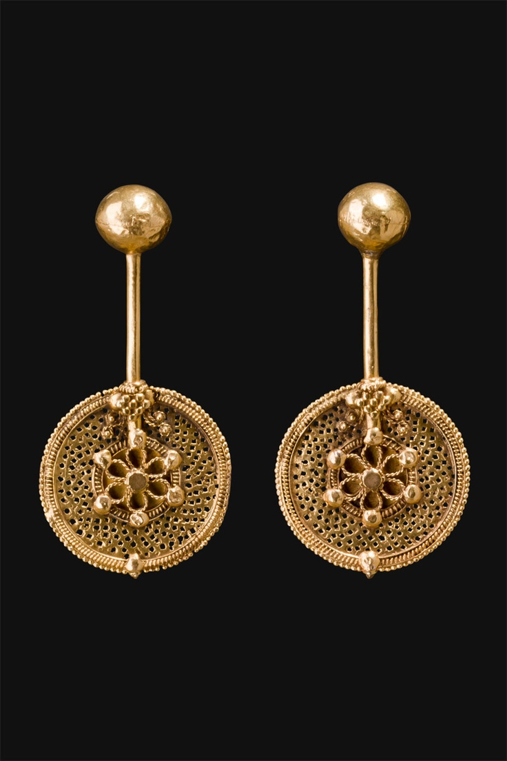 South India | Gold filigreed earrings worn by the Islamic community ~ Cochin~ in  Kerala, | ca. end 1800s