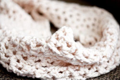 Crafty Tutorial: Super-Chunky Crocheted Infinity Scarf [Giveaway!]Crochet Scarf, Scarf Tutorials, Crafty Tutorials, Infinity Scarfs, Chunky Crochet, Crochet Scarves, Infinity Scarf Patterns, Super Chunky, Crochet Infinity Scarves