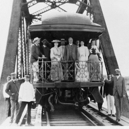 El auge del ferrocarril llegó en el régimen de Porfirio Díaz (1876-1911), quien otorgó contratos principalmente a empresas extranjeras para construir las vías que conectarían al centro del país con la frontera estadounidense, el Golfo de México y el Pacífico. El proyecto de Porfirio Díaz logró atraer los recursos para construir una red ferroviaria que abarcó gran parte del territorio nacional.