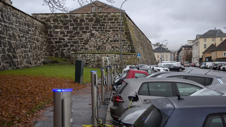 EVs, hybrids are more than half of new car sales in Norway