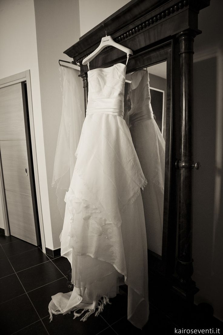 Abito da sposa    Wedding designer & planner Monia Re - www.moniare.com   Organizzazione e pianificazione Kairòs Eventi -www.kairoseventi.it   Foto Oscar Bernelli