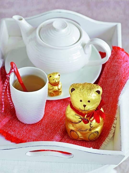 Ranní pohoda se šálkem dobrého čaje. #lindt #bear #christmas #tea