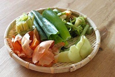 """ヘタや皮がお出汁に野菜くずで作る""""ベジブロス""""で料理をもっと美味しく"""