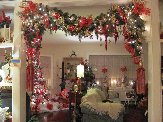 Christmas doorway garland christmas diy pinterest for How to make christmas garland decorations