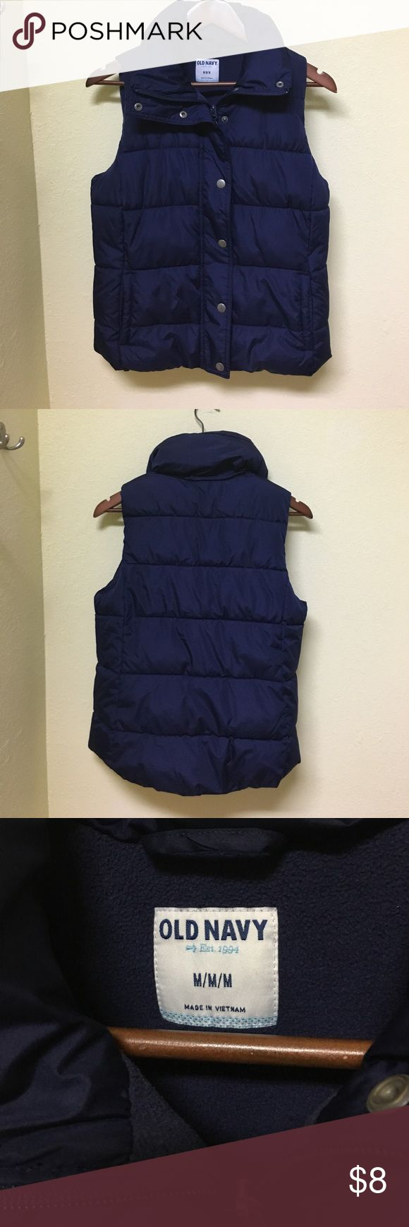 Old navy Woman's Size Medium Navy Blue Vest Old Navy Woman's Size Medium Navy Blue Puffer Vest. Vest is in a great condition!! Old Navy Jackets & Coats Vests