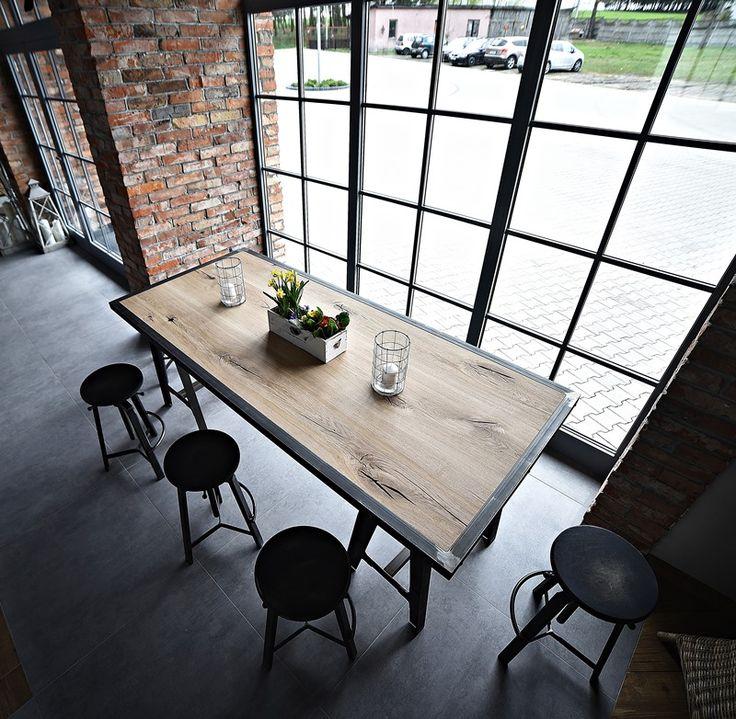 stół z drewna i stali, hokery