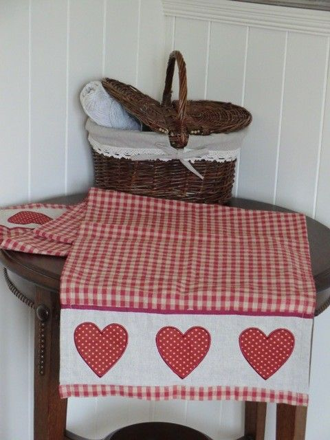 Gingham Country Kitchen Table | Natural Heart Table Runner