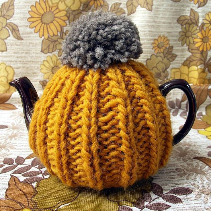 Hand Knitted Tea Cosy Patterns : 17 Best ideas about Knitted Tea Cosies on Pinterest Tea cosies, Tea cozy an...