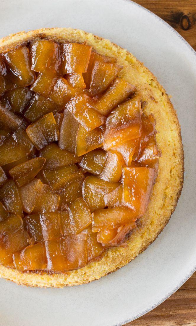 Un esponjoso y delicioso queque de papaya chilena, usando la clásica técnica del queque invertido, obtendrás un lindo pastel para compartir con tu familia.