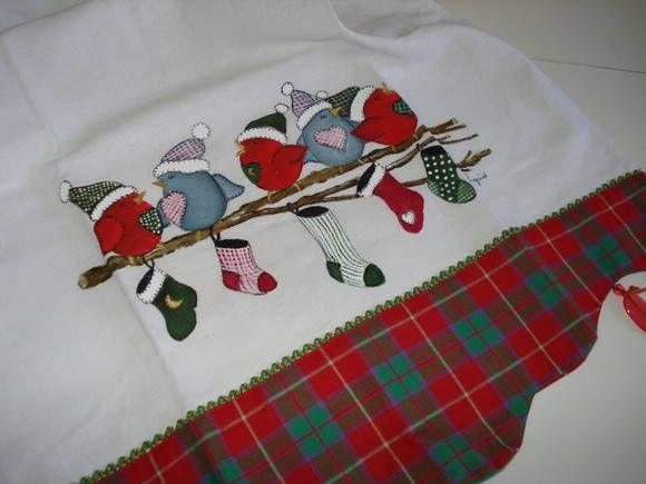 Pano de prato em sacaria de ótima qualidade 100% algodão,  barrado em xadrez combinando com a pintura e miçangas para enfeitar.  Ideal para para decorar sua cozinha ou então presentear neste natal R$ 28,00