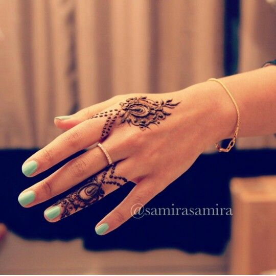 Small and simple henna or mehndi tattoo design.