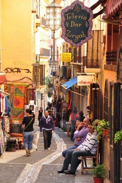 """La Calle de la Calderería Nueva de Granada es más conocida como """"La Calle de las Teterías"""". Situada en el Barrio del Albaicín, en el casco antiguo de la ciudad, una de las zonas más auténticas. Lla…"""