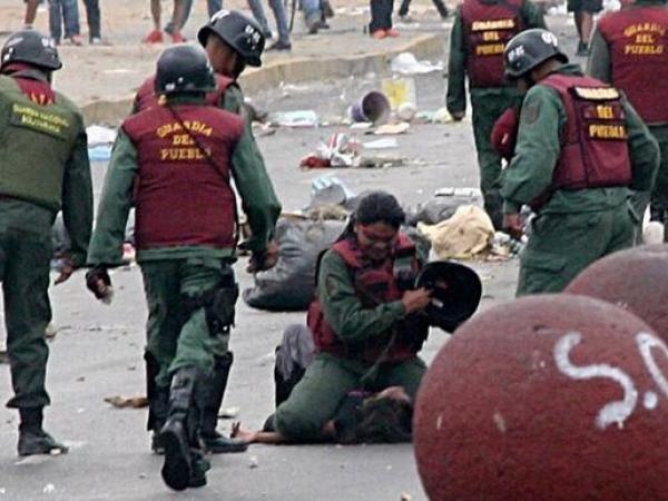 GlobalVisionTv @GlobalVisionTV  13 min Informa @Alfredo Malatesta Romero Villar: Marvinia JIménez, agredida por GNB (ver foto), en Valencia sigue detenida en PNB Los Guayos. pic.twitter.com/Bg0ZWiUP1l