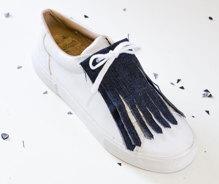 Foto #resultado proyecto flecos con #denim reciclado para ¡customizar tus zapatillas! www.micasaesuntaller.es