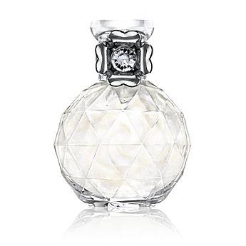 Parfémovaná voda Precious Moments vás oslní nádherně vybroušeným flakónem s oddělitelným prstenem, pravým diamantovým prachem a krásnou vůní. Rozkvétá šťavnatým jablkem a tóny lesního ovoce, které se snoubí s bílým květinovým srdcem. Dozvuk vůně zjemňují vřelá vzácná dřeva. Stačí lehce zatřást flakónem a po nanesení zůstane na pokožce jemný třpyt. 50  ml    Kód:18957