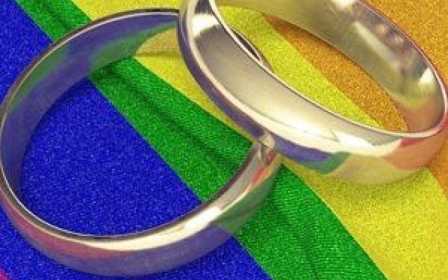 Matrimonio gay. Il Texas contro gli Usa La Corte Costituzionale degli Stati Uniti d'Amore hanno dichiarato che il matrimonio fra persone dello stesso sesso è un diritto costituzionale e che quindi sarà legale nei 50 Stati dell'Unione. Una