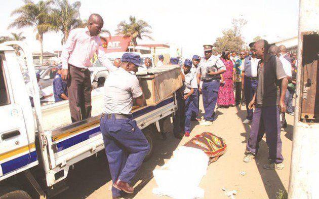 Police impound two Smart Express buses after touts kill Harare man - Nehanda Radio - http://zimbabwe-consolidated-news.com/2017/09/28/police-impound-two-smart-express-buses-after-touts-kill-harare-man-nehanda-radio/