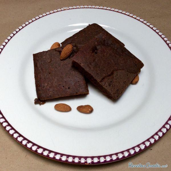 Aprende a preparar brownies sin horno  con esta rica y fácil receta.  Los brownies son pasteles de chocolate pequeños y planos, están cargados de sabor y por lo tant...