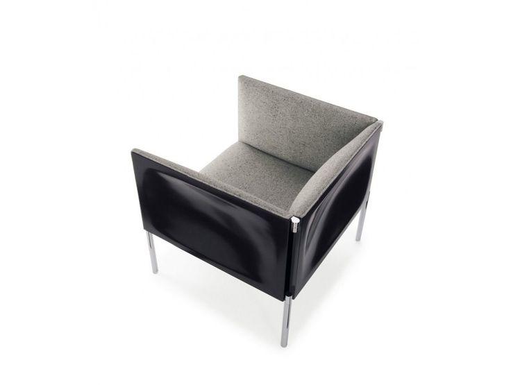 B&B Italia Hollow  De Hollow design bank en fauteuil van B&B Italia is een bijzonder object dankzij de elegante kunststof panelen van het meubel. Deze panelen maken de bank net even anders dan andere design meubelen.